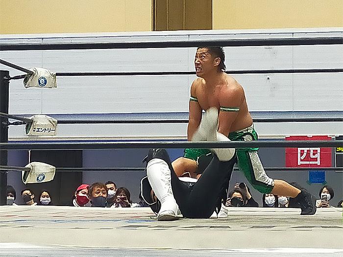 東大阪正人が登場!ら、来年も東大阪大会やるの???だんだん吉野さんに見えてきたんで布施で見れないか交渉してみようかなw